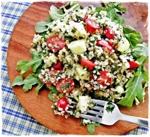 Quinoa Salad with Tomato, Cucumber and Arugula